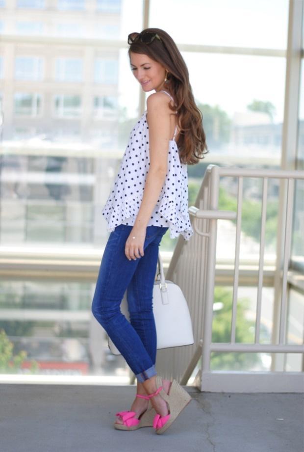 Quần jeans skinny và giày đế xuồng