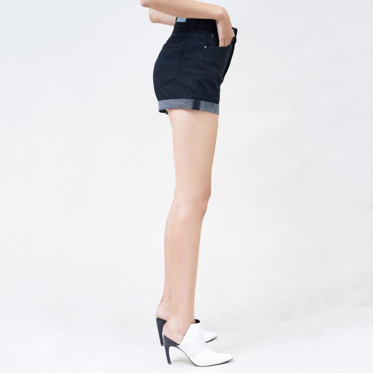 Quần short nữ Aaa Jeans màu đen lật line UR_SOMCTRLZC_BLI-2