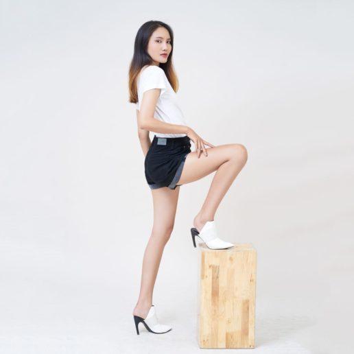Quần short nữ Aaa Jeans màu đen lật line UR_SOMCTRLZC_BLI-5