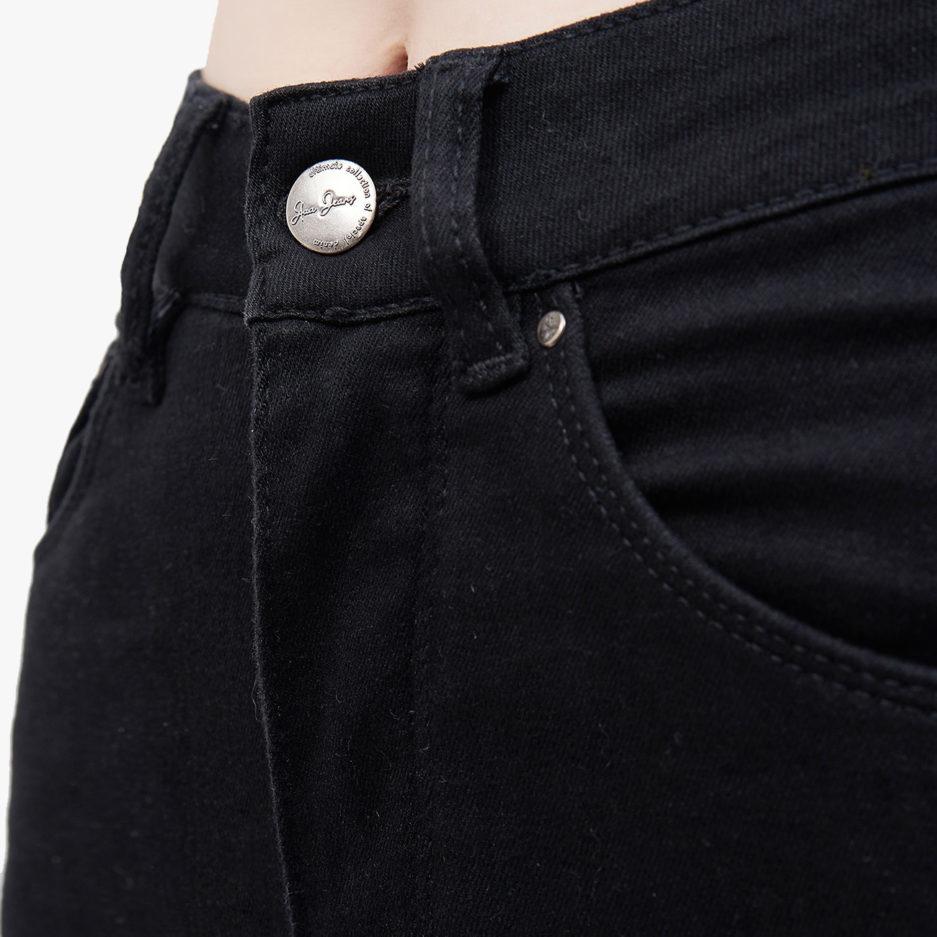 Hình ảnh sản phẩm Quần Jean Nữ cao cấp Hiệu AAA Jean màu đen chụp hông trước