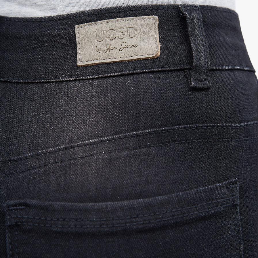 Hình ảnh sản phẩm quần Jean đen Hiệu AAA Jean chụp góc hông phía sau