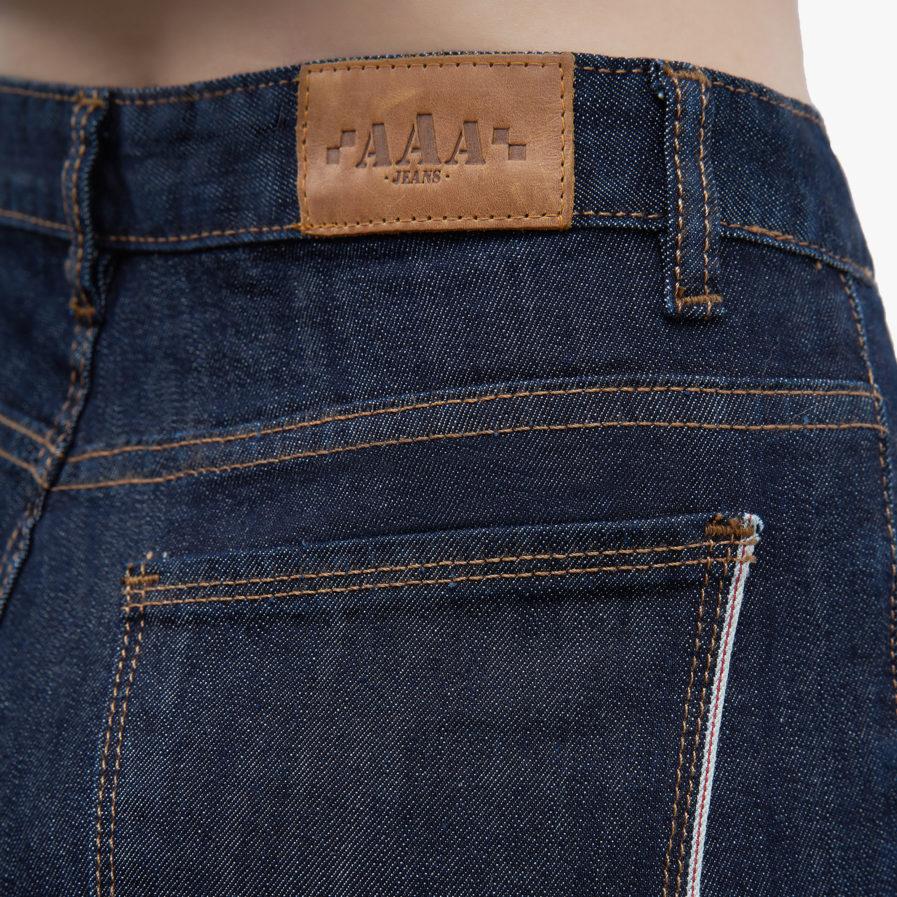 Hình ảnh Quần Jean Boyfriend cao cấp Hiệu AAA Jean màu đen chụp góc hông phía sau