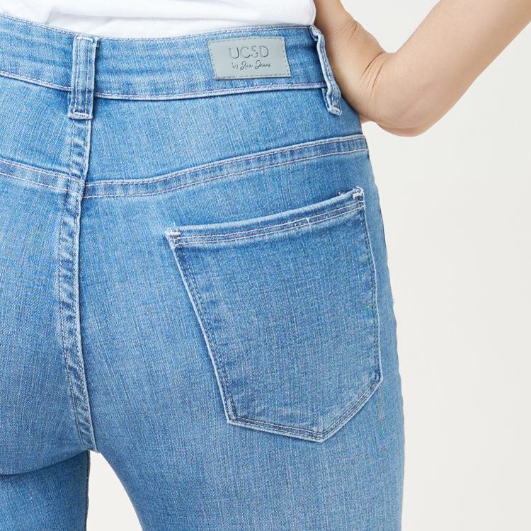 Hình ảnh sản phẩm quần Jeans nữ lưng cao Hiệu AAAJean chụp hông phía sau