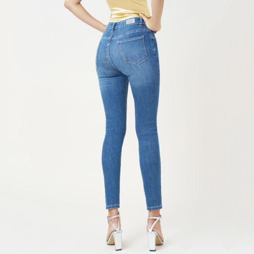 Hình ảnh quần Jeans skinny hiệu AAA Jeans chụp phía sau