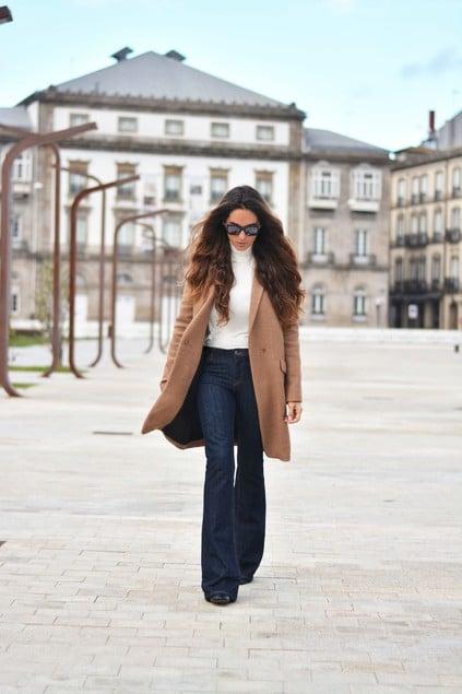 Ý tưởng phối đồ với quần jean ống loe cho phụ nữ hiện đại