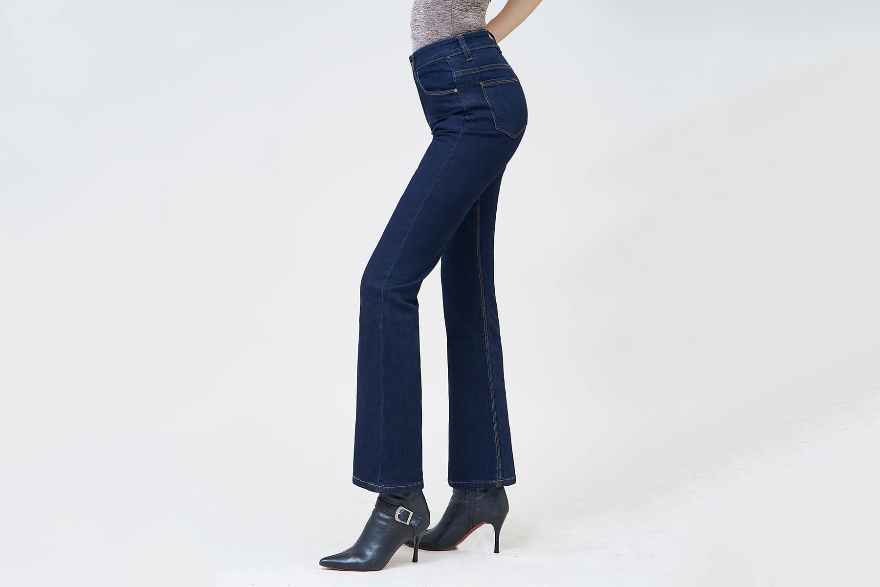 Quần jean nữ Aaajeans ống loe xanh đậm