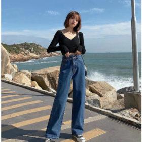 phối áo thun đen tay dài với quần jeans