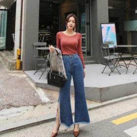 phối áo thun tay dài với quần jeans